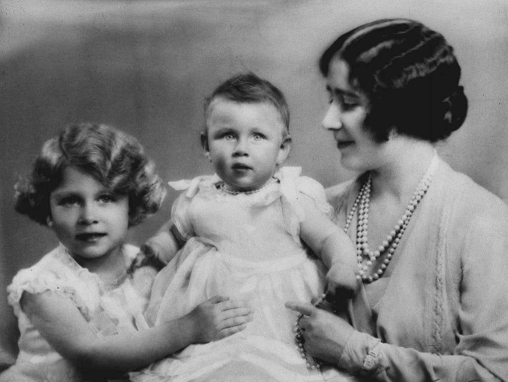 Margaret (Mitte) wird vier Jahre nach ihrer Schwester Elizabeth (links) geboren.