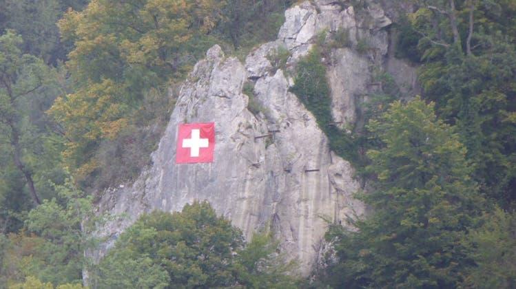 Jahrelang hing sie illegal am Liestaler Schleifenberg: Jetzt wurde die Schweizerfahne abgehängt