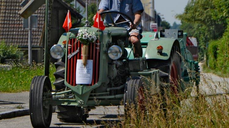 «Musste mit beiden Beinen auf die Kupplung stehen»: Schon als Fünfjähriger fuhr er mit dem Traktor