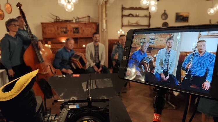 Auftritt von «Ohalätz» in «Potzmusig»: Ein Volksmusik-Dreh auf dem Roggen