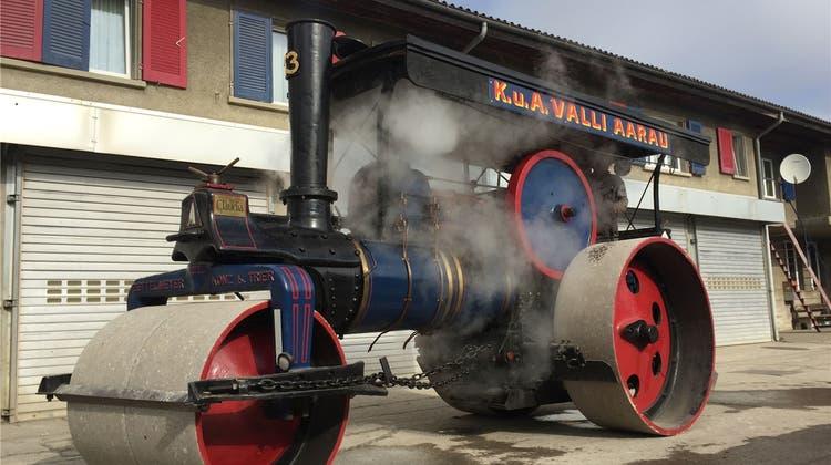 Zeitzeugen: Bei Valli stehen zehn alte Dampfwalzen in der Garage