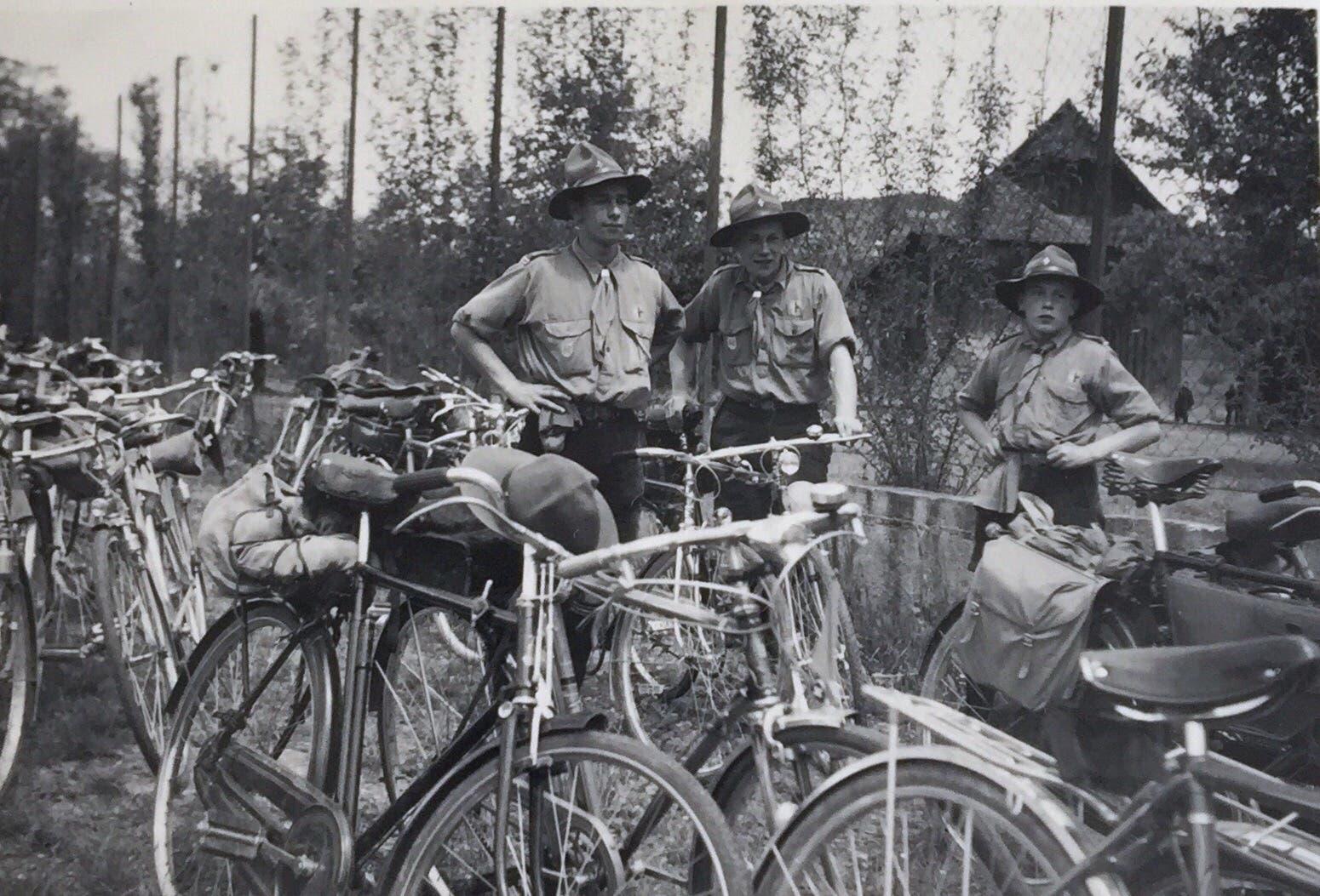 Diese Fotografie wurde anlässlich einer Radprüfung der Pfadfinder gemacht. Sie stammt auf dem Jahr 1941.