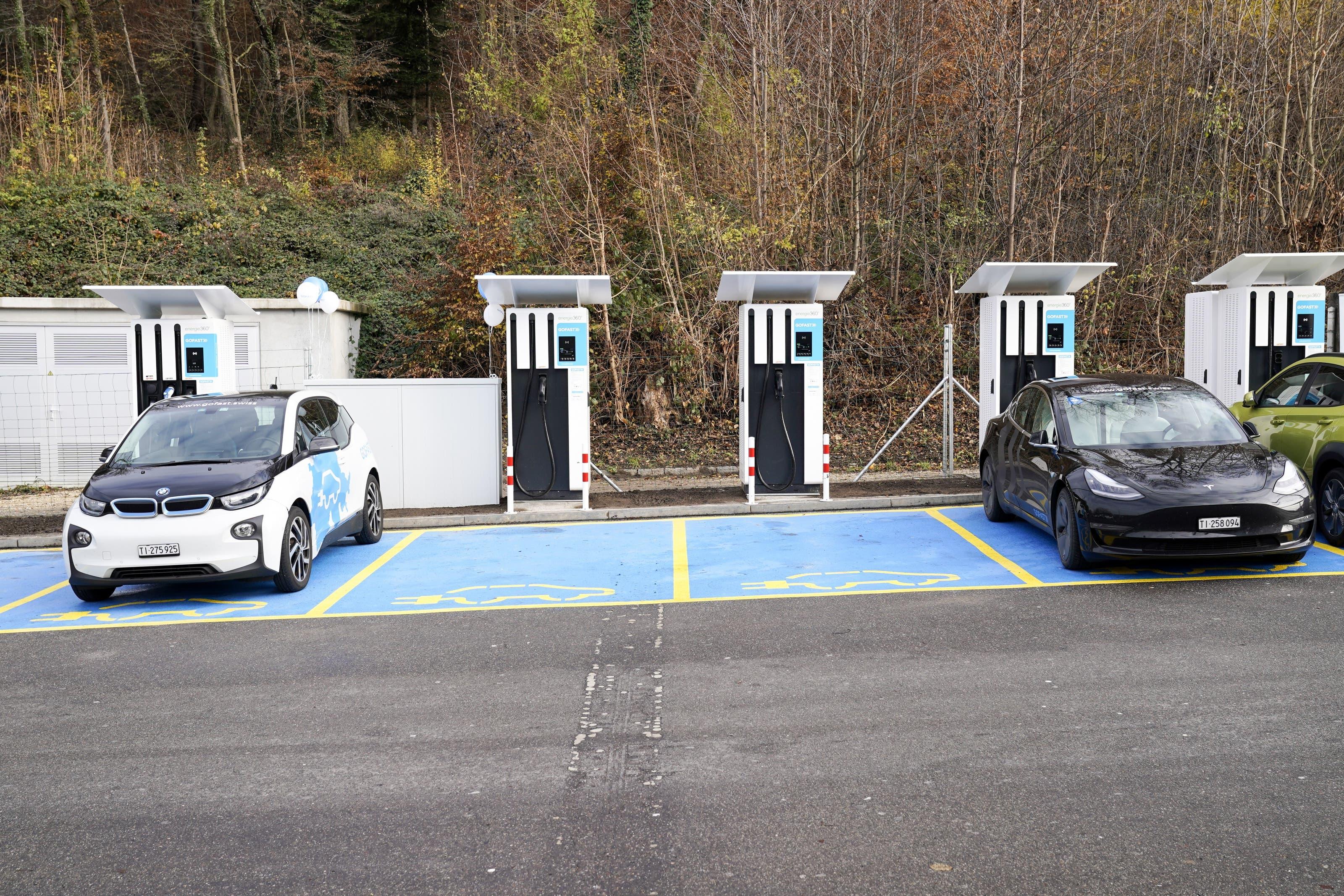 Im Rahmen der Erneuerung des «Fressbalkens» entstanden auch 20 neue Ladestationen für Elektroautos ...