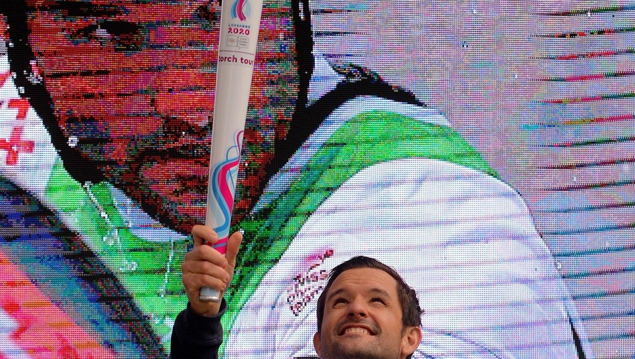 «Heute bin ich aber wirklich nur als Fackelträger engagiert»: Olympische Flamme auf Besuch