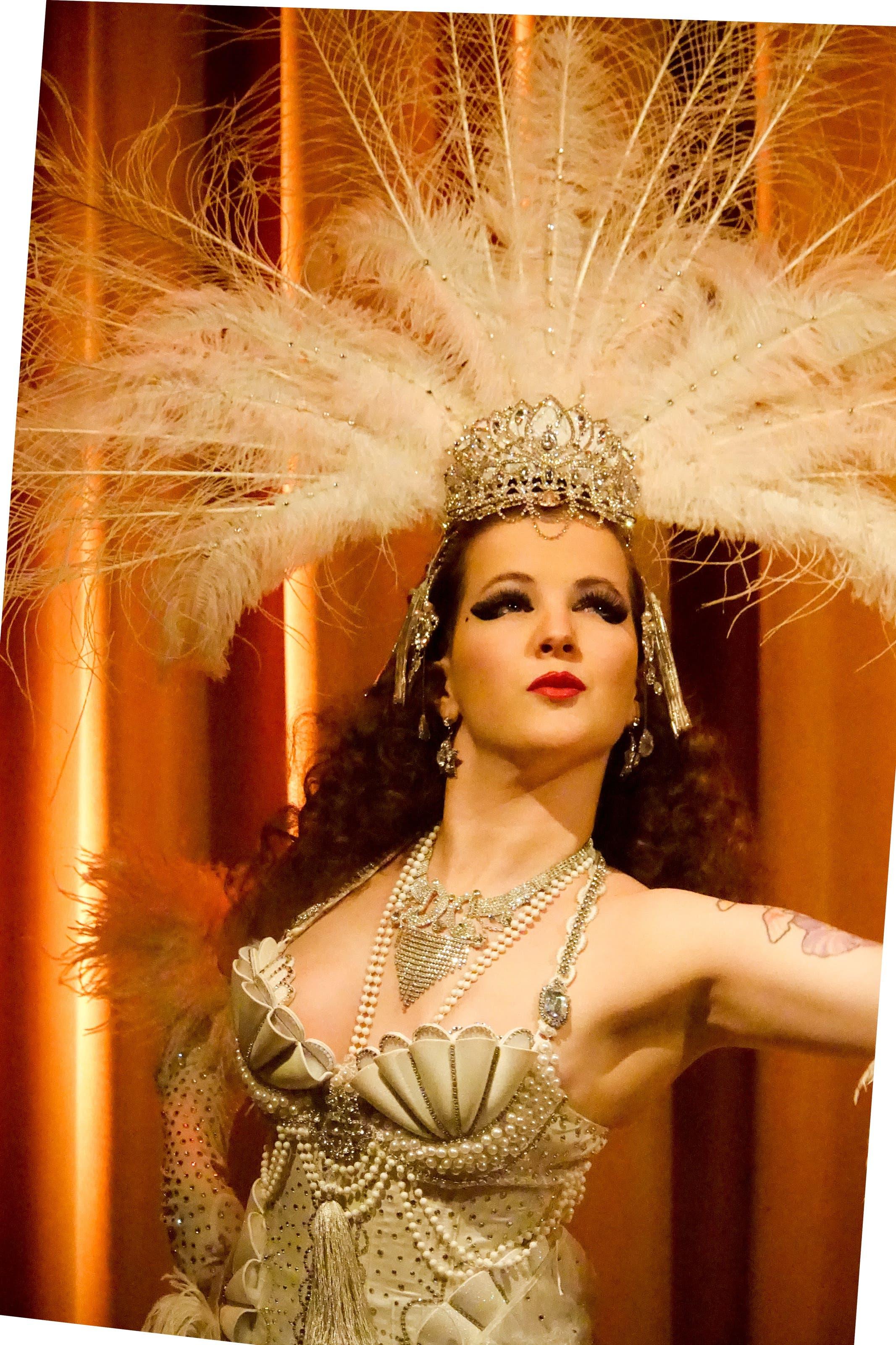 Der Auftritt von Burlesque-Tänzerin Minouche Von Marabou war einer der Höhepunkte in der Salon-Morpheus-Show.