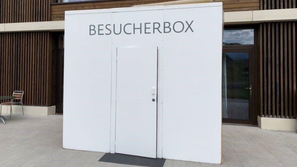 Die Besucherbox vor dem Steffisburger Pflegeheim.