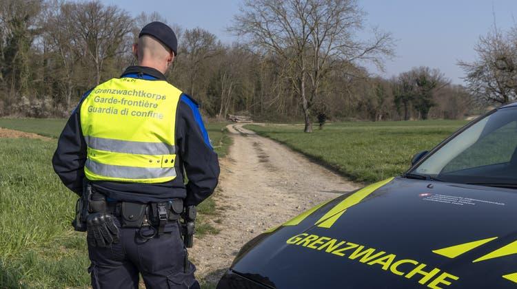 Endstation Zoll: Pakistanischer Schlepper mit vollgestopftem Peugeot am Basler Zoll aufgeflogen