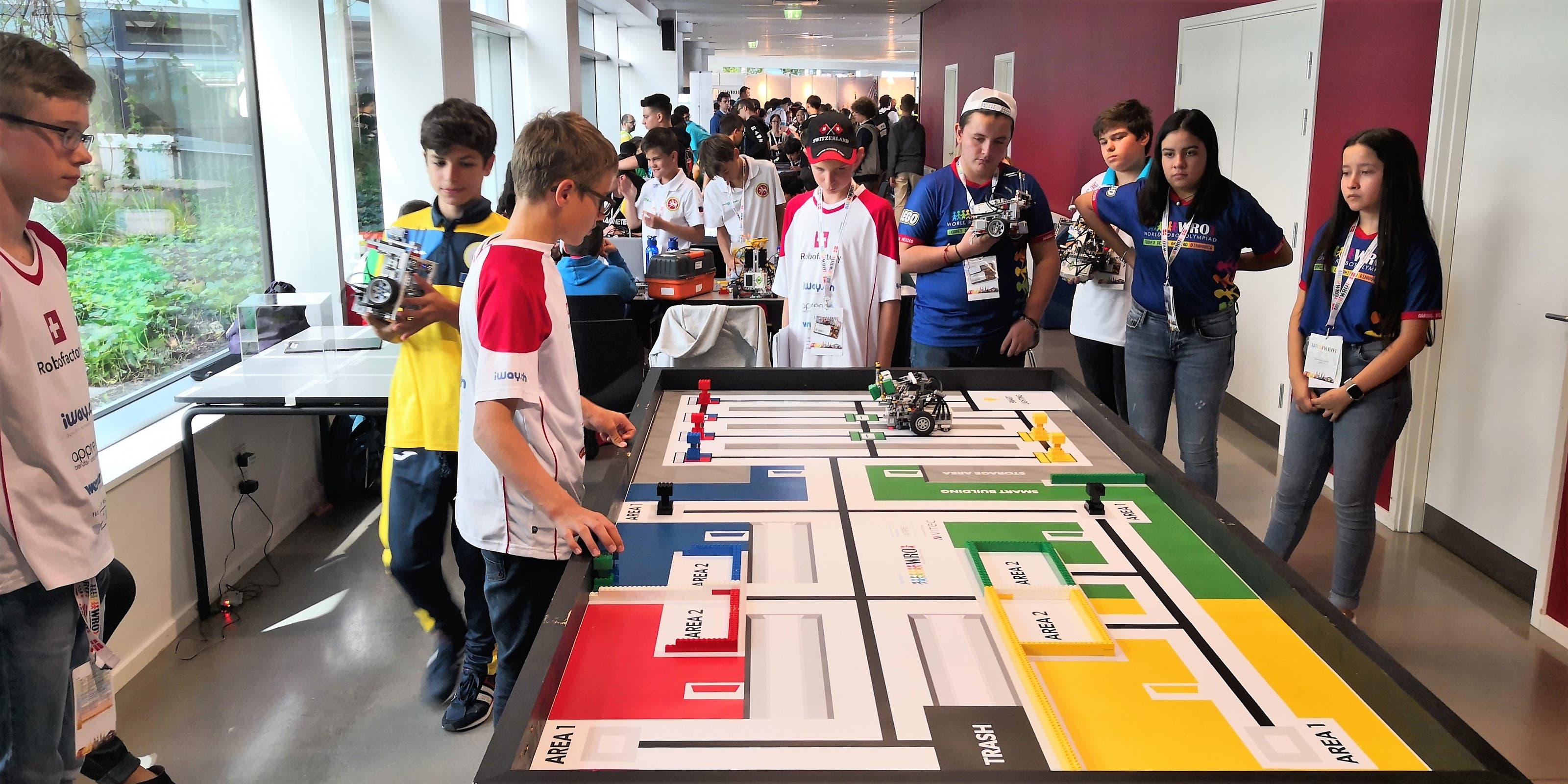 Mit ihren Legorobotern schafften sie es in ihrer jeweiligen Alterskategorie auf den 3., 10. und 12. Platz.