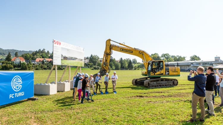Baustart für Fussballplatz nach 30-jährigem Kampf