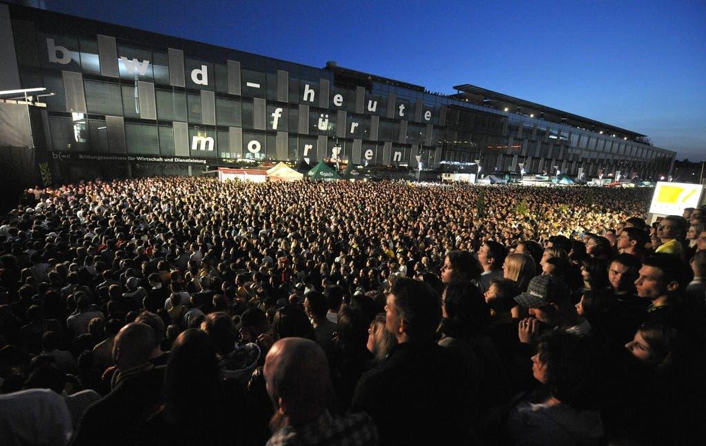 In Bern hoffen 5000 Menschen beim Public Viewing auf eine Meisterparty.