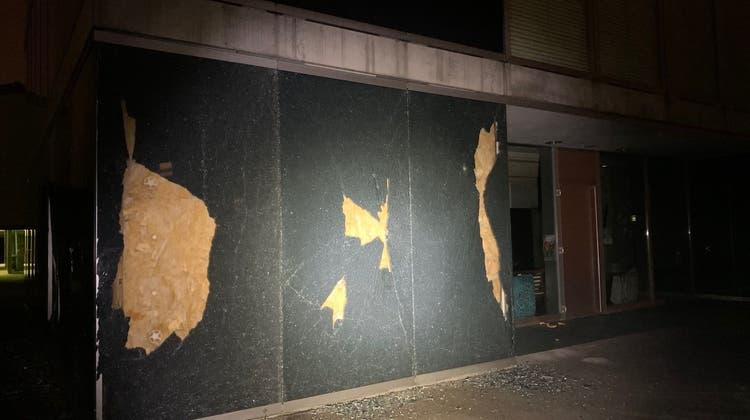 Unbekannte randalieren rund ums Schulhaus Höchi — die Polizei sucht Zeugen