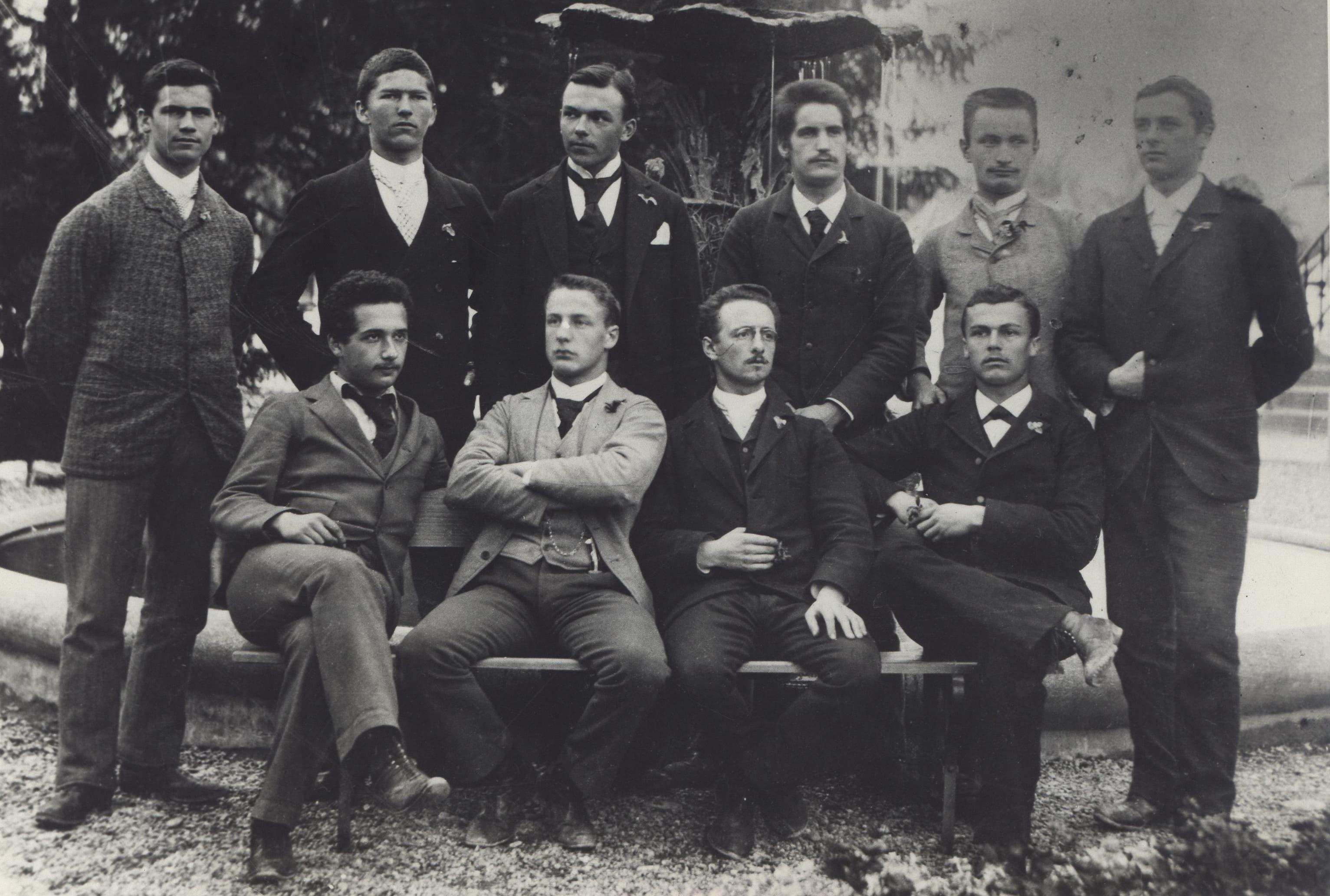 Abschlussklasse der Kantonsschule Aargau 1896. (Links vorne der Maturand Albert Einstein.)