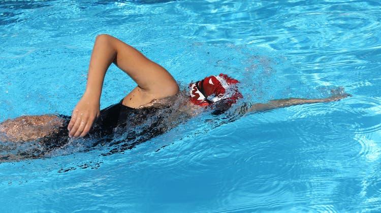 Die 16-jährige Nora mischt die Paraschwimmszene auf