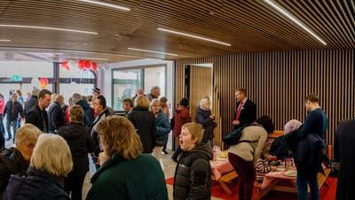 Reges Interesse: Über 700 Leute erkunden die neue Raiffeisen-Geschäftsstelle