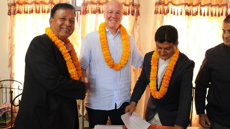 Weshalb trägt der «Limmi»-Direktor eine nepalesische Blumenkette? – Thomas Bracks Herzensprojekt