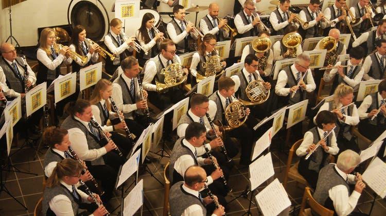 Eine Kirche voller Chöre: Die Stadtmusik konzertiert mit fünf Chören