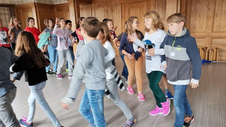 Tanzen begeistert Stapferschüler mit «knusprigen Pouletflügeli» und «verbrannten Omeletten»