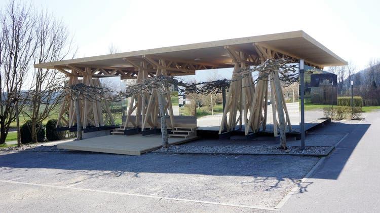 Wiedereröffnung nach Garderoben-Brand: Das «Raumschiff» ist auf dem Golfplatz gelandet