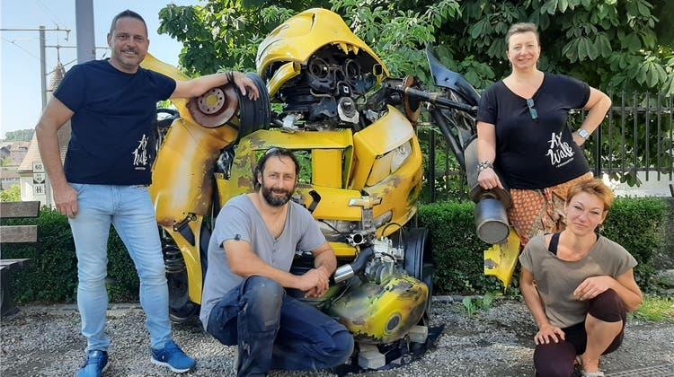 Hand in Hand fürs Reussstädtchen: der Verein Fachgeschäfte Altstadt lädt zum Artwalk ein