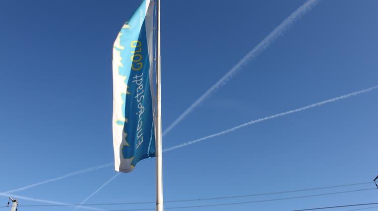 «Energiestadt Gold»: Auf die wehende Fahne am Bahnhof folgen jetzt neun Ortstafeln