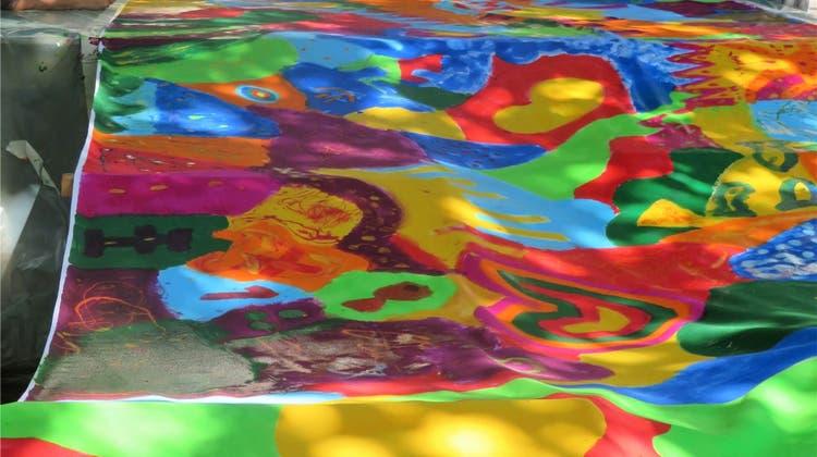 Diese Fahnen sorgen für Farbe über den Dächern von Brugg