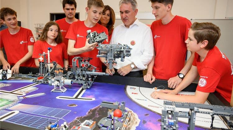 Sieben Jugendliche aus Baden wurden mit Robotern Vizeweltmeister