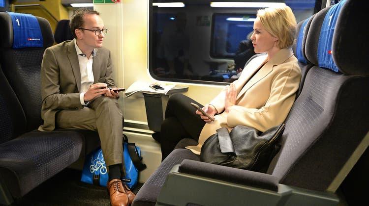 Politisches Tête-à-tête in der S-Bahn: Natalie Rickli und Martin Neukom pendeln