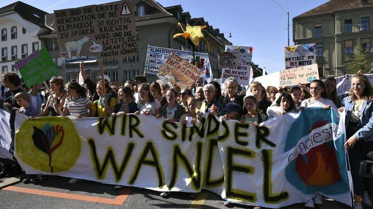 Zehntausende demonstrieren in Bern für «Klima des Wandels»