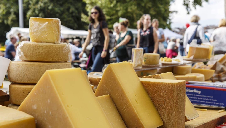 Am Chästag ist willkommen, was regionale Käsespezialitäten produziert