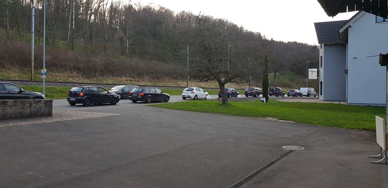 Verkehrschaos auch in Rietheim, dem Nachbardorf von Bad Zurzach. Dessen Grenzübergang zu Rheinheim wurde komplett geschlossen.
