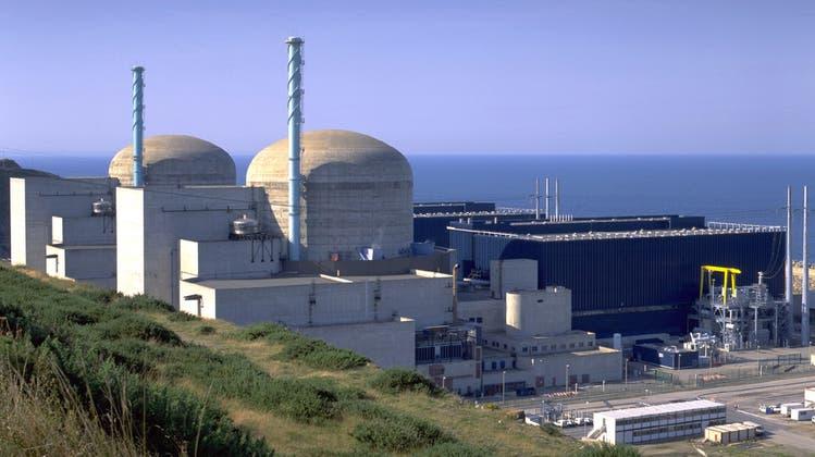 Risse in der Atompolitik: Vorzeige-Reaktor muss schon vor Inbetriebnahme repariert werden