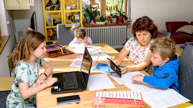 Corona-Alltag in einer Grossfamilie: Super-Mama hält alle zusammen