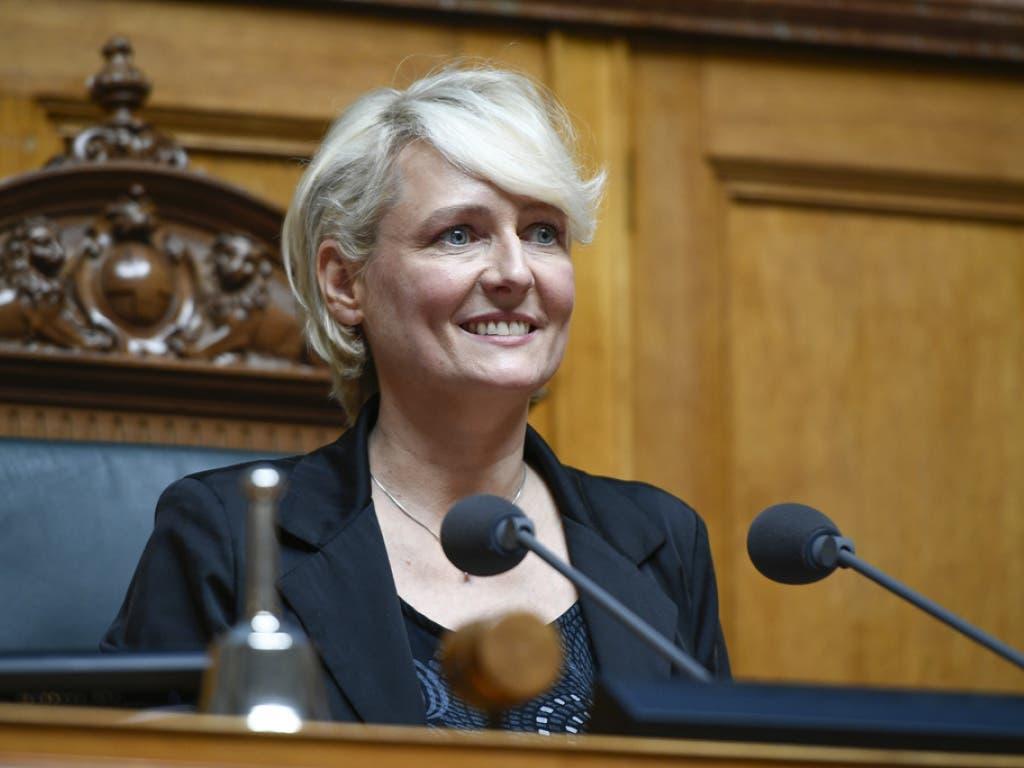 Isabelle Moret freut sich über ihre Wahl zur Nationalratspräsidentin am ersten Tag der 51. Legislatur der Eidgenössischen Räte am Montag im Nationalrat in Bern.