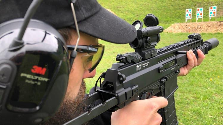 Basler Polizei rüstet sich gegen Terror: Diese Waffe fährt bald in jedem Patrouillenauto mit
