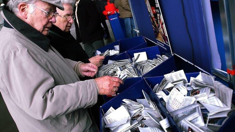 ZVV schafft Papierfahrpläne ab: so kann rund eine Million Franken gespart werden