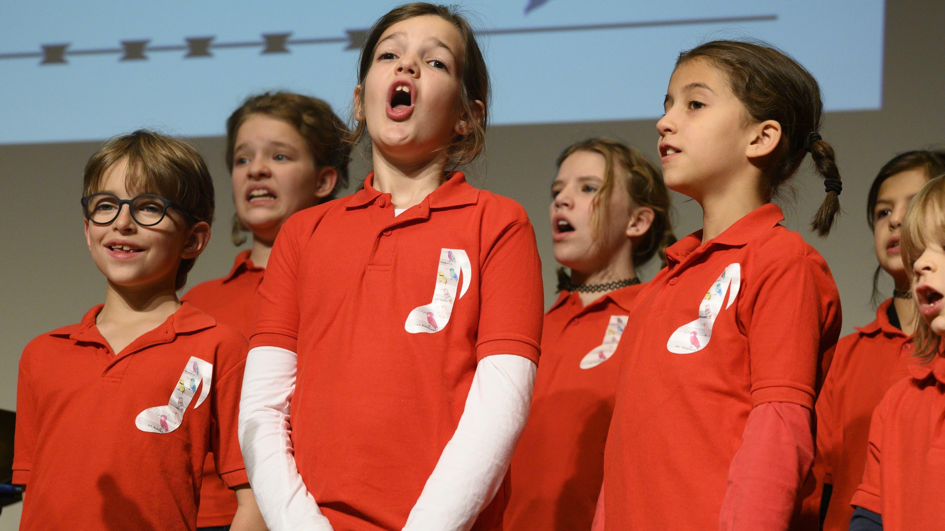 Der Kinderchor Les Rossignols hatte erst seinen dritten Auftritt.