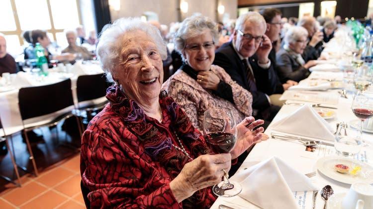 «Würde noch gerne einen Walzer tanzen» – auch die älteste Solothurnerin lässt sich ehren