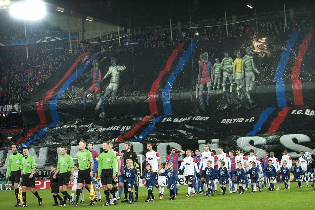 """""""Unvergässe"""" steht auf der Choreo der FCB-Fans. Auch dieser Abend sollte ein unvergesslicher werden."""