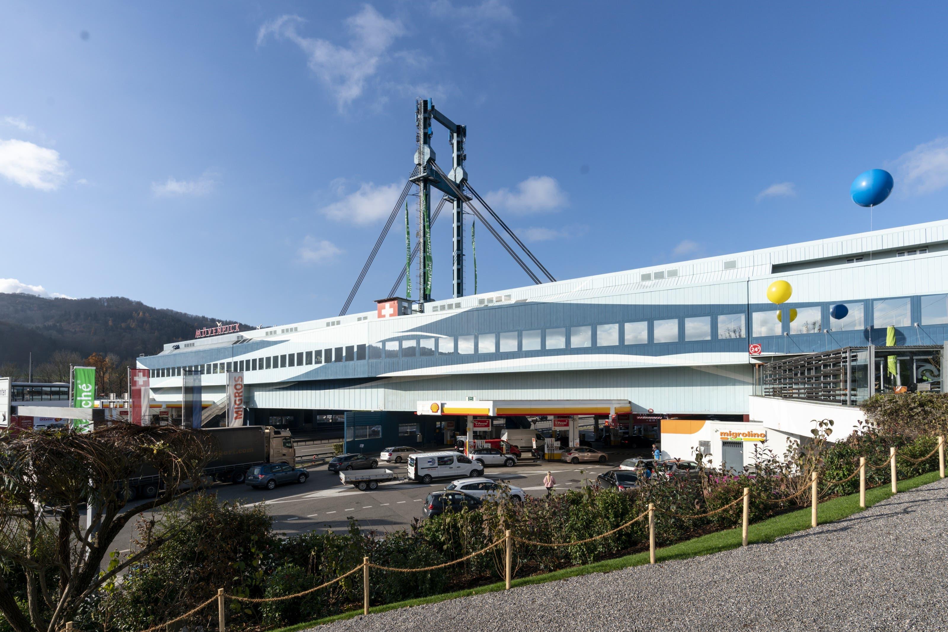 Die markante Fassade des gut 140 Meter langen Gebäudes blieb dabei allerdings unverändert.