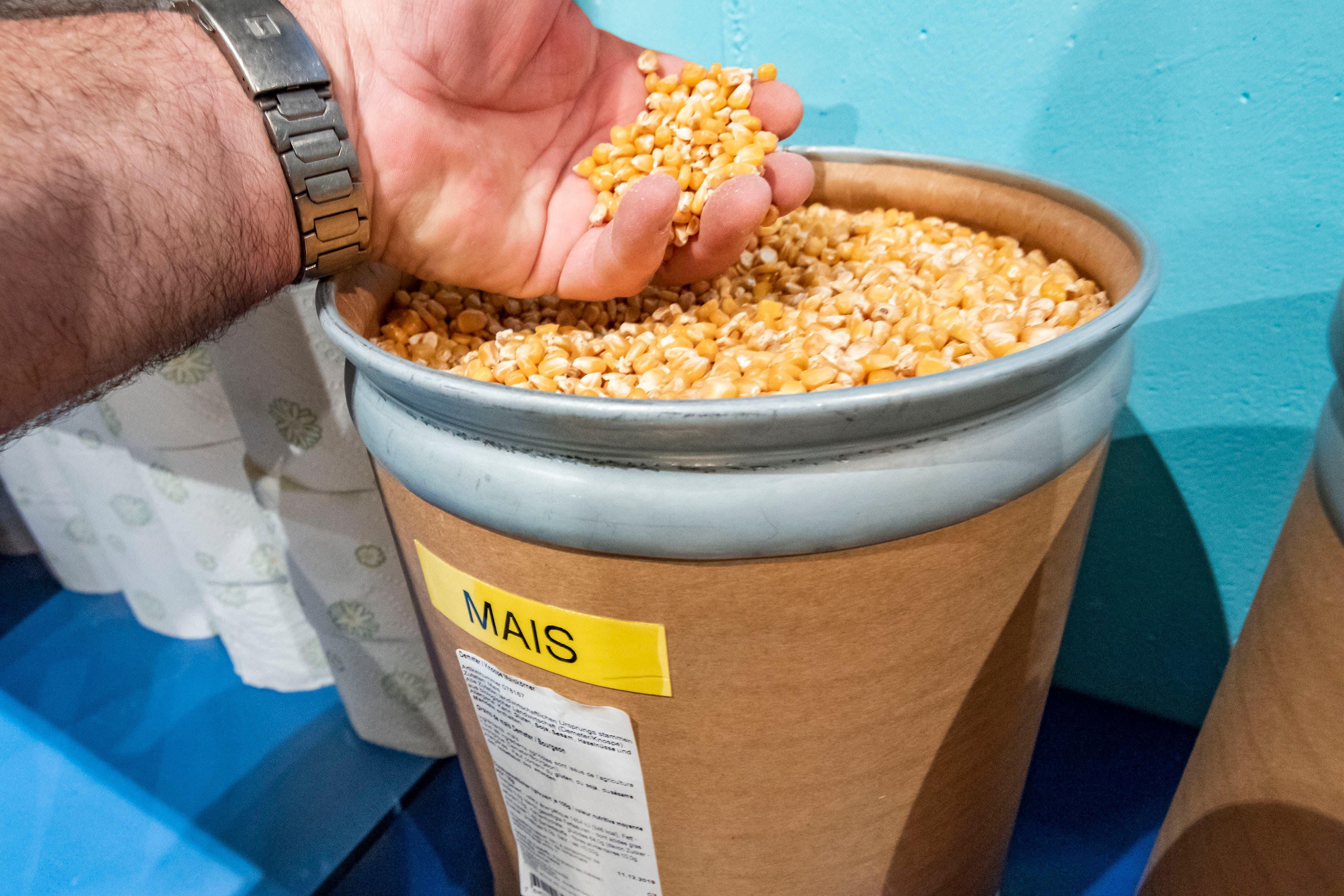 In Bottichen ist unter anderem Getreide gelagert.