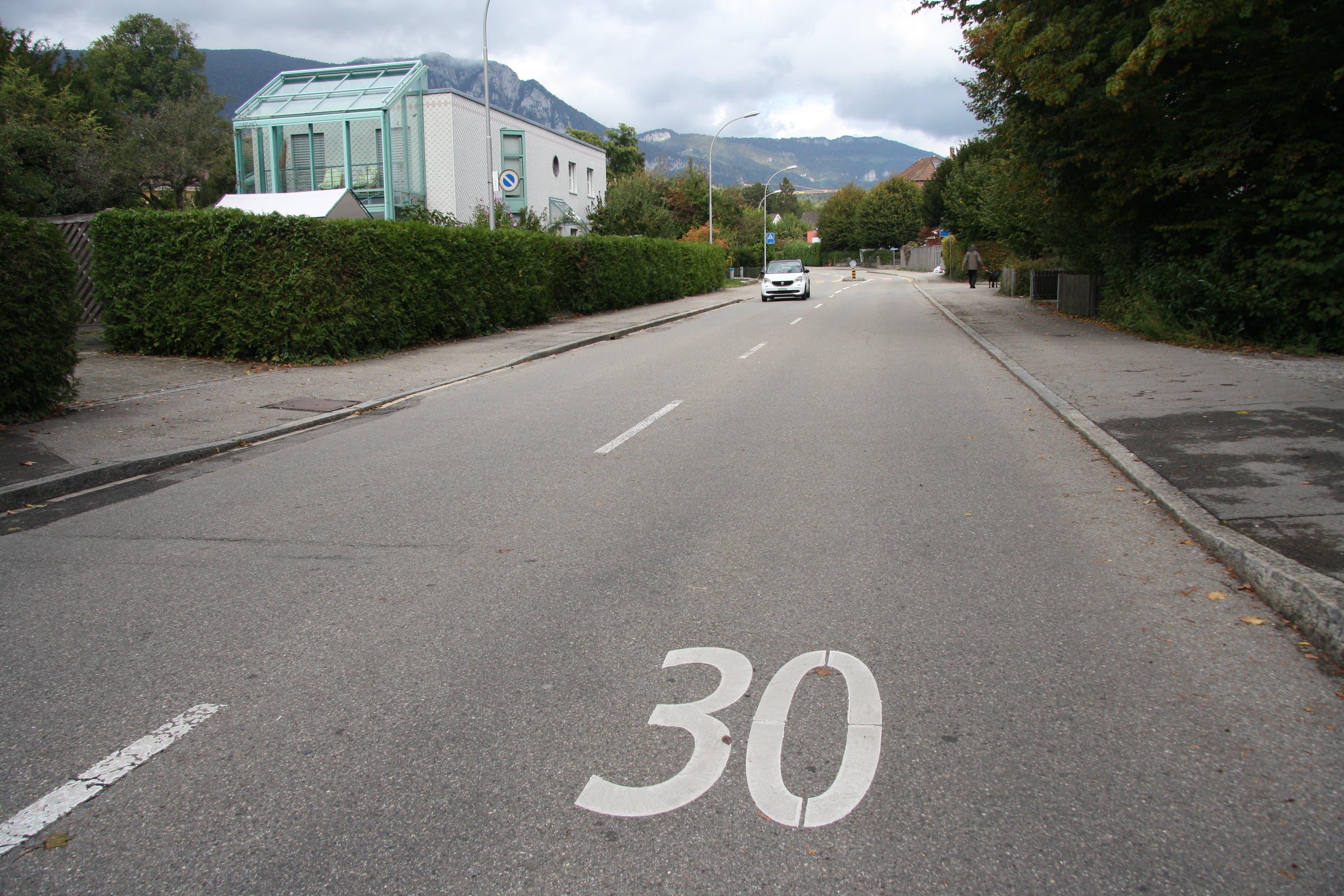 Die St. Niklausstrasse ist über weite Strecken schnurgerade, breit und übersichtlich.