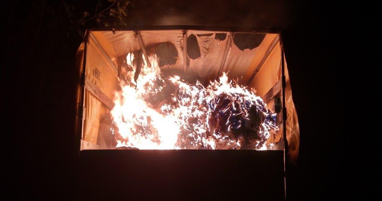 Es war Brandstiftung, so die Kantonspolizei. Der oder die Täter sind unbekannt.