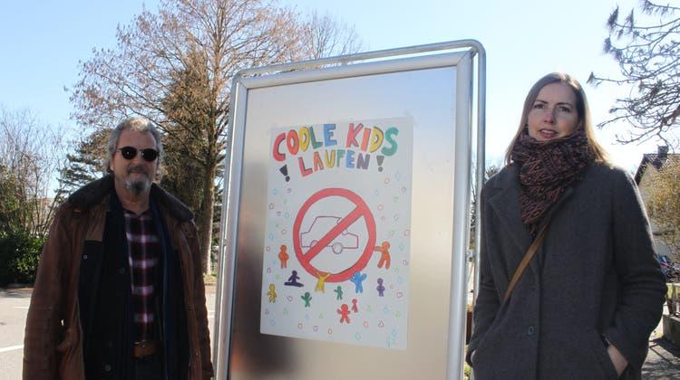 «Coole Kids laufen»: Kinder engagieren sich kreativ gegen Elterntaxis