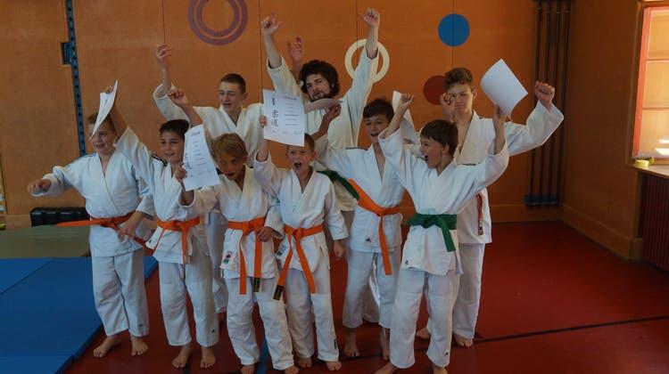 Historisch: Satte 24 Judokas bestehen Judo Gurtprüfung