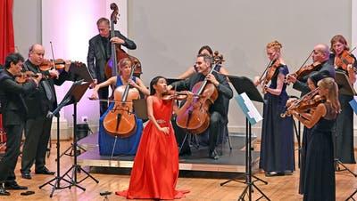 Ein knapp 13-jähriges Schulmädchen spielt Paganini – und begeistert damit den Konzertsaal