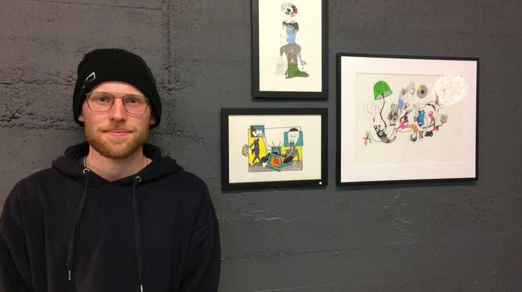 Jede seiner Zeichnungen hat eine Geschichte: Die Erstausstellung eines jungen Künstlers