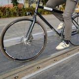 Werden Velos und Schienen bald Freunde? Die BVB testen neue Tramgleise – unser Reporter auch