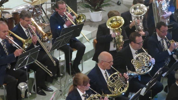 Bis auf den letzten Platz besetzt: Musikgesellschaft sorgt für volle Kirche