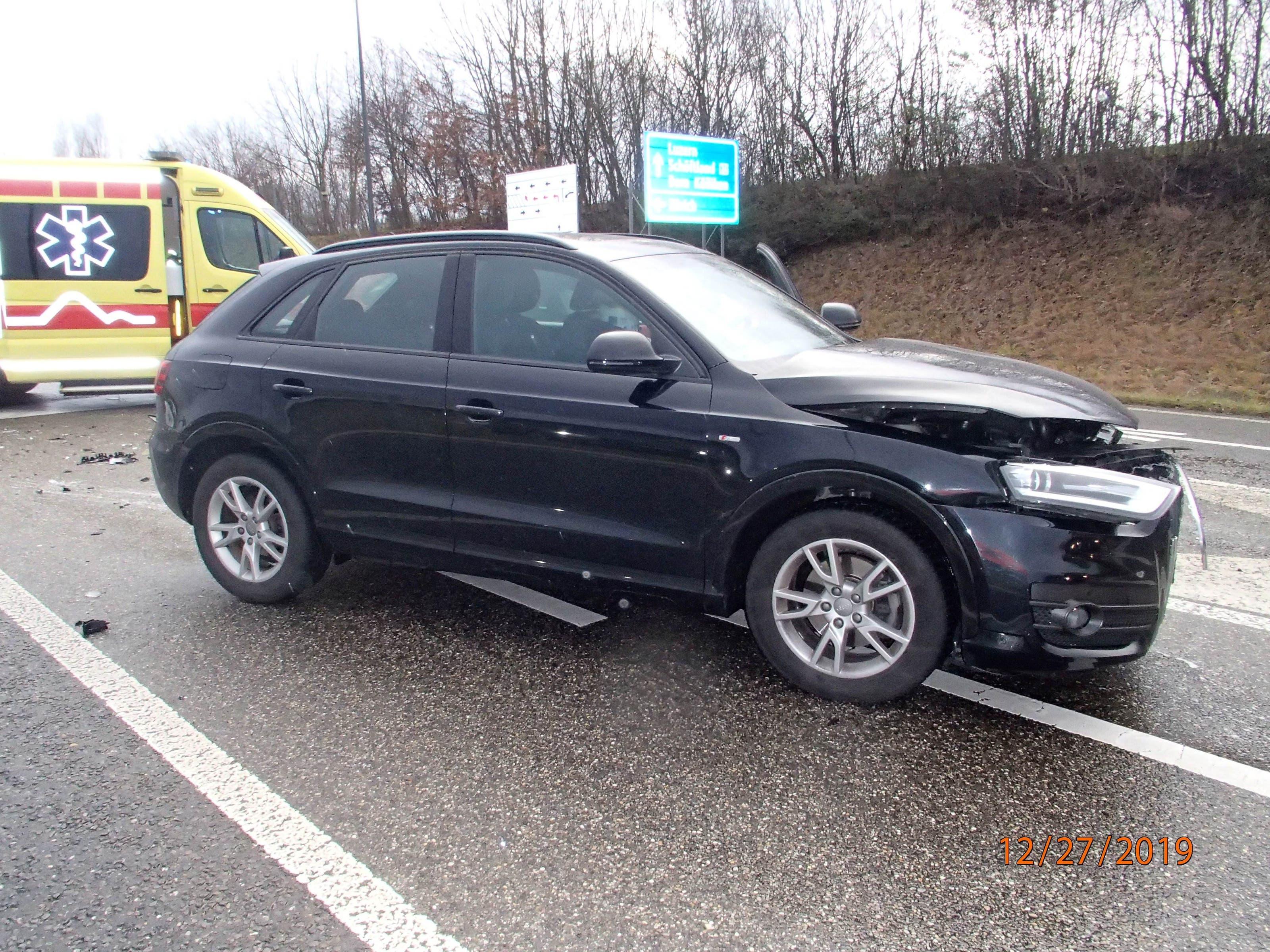 Kölliken AG, 28.Dezember: Innerhalb von 6 Stunden ereigneten sich in Kölliken auf der gleichen Strecke zwei Verkehrsunfälle. Bei einem Unfall erlitten zwei Personen eine leichte Verletzung. Eine Lenkerin musste ihren Führerausweis abgeben.