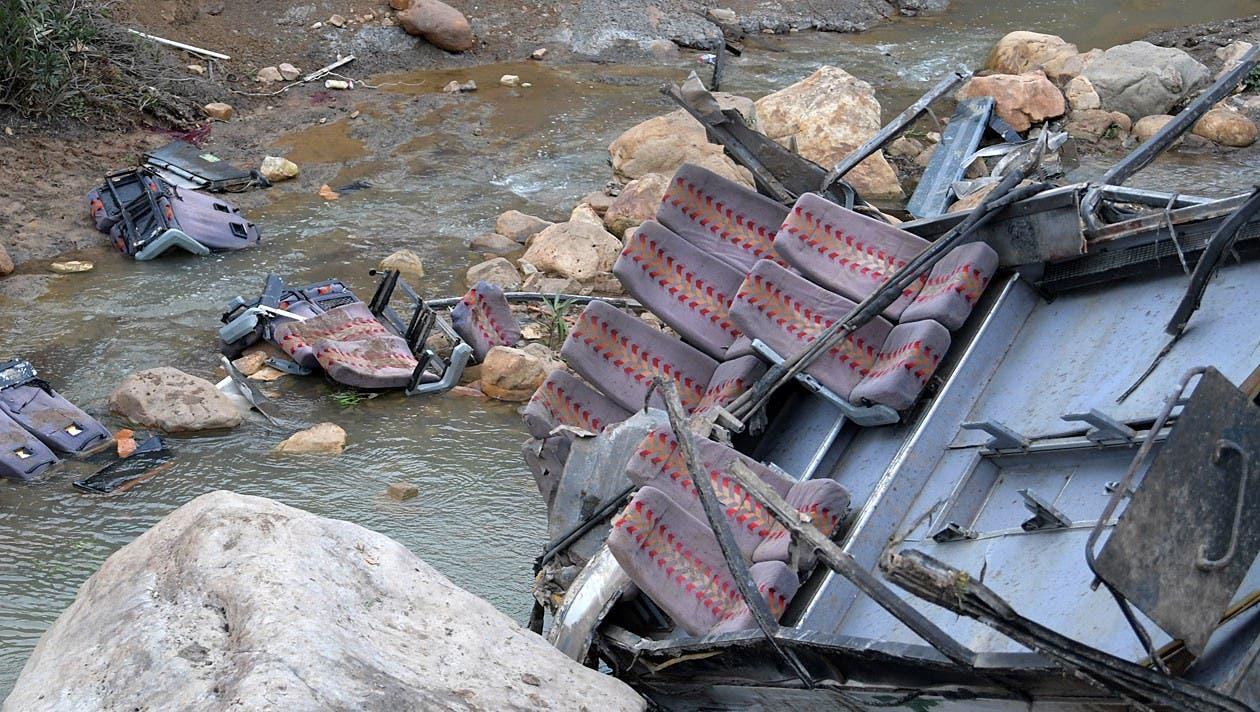 Sitze wurden herausgerissen, verstorbene Personen hätten im Fluss gelegen, wird berichtet.